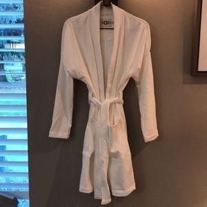 Ugg Beautiful Plush Robe W/Braelyn Small.  NWT